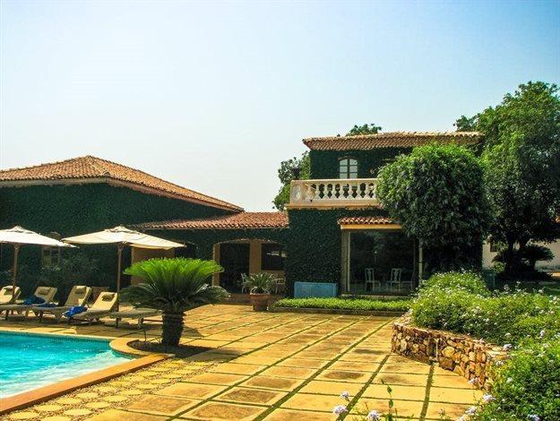 Ghana's real estate boom has focused on luxury housing. ,