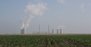 Lethabo Power Station, a coal-fired power station owned by state power utility Eskom, is seen near a maize field near Sasolburg, South Africa, 31 January, 2020. Reuters/Siphiwe Sibeko/File Photo