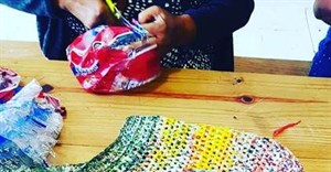 Turning bread plastic bags into reusable shopping bags