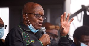 Former South African president Jacob Zuma speaks to supporters at his home in Nkandla, South Africa, 4 July 2021. Reuters/Rogan Ward/File Photo