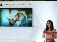 The science of POND'S at the POND'S Institute pop-up experience
