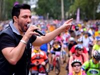 Jacaranda FM's Martin Bester interacting with the crowd