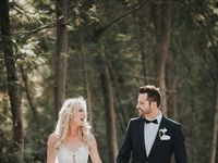 Lindy Hibbard ties the knot