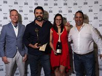 Steve Smith of VISI with Peter Tempelhoff, Julia du Toit and Lester Riffel of FYN, Eat Out VISI Style Award winner