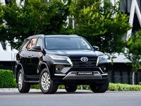 A first look at the revamped Toyota Fortuner